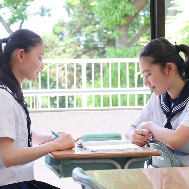 湘南 白百合 学園 中学校 偏差 値